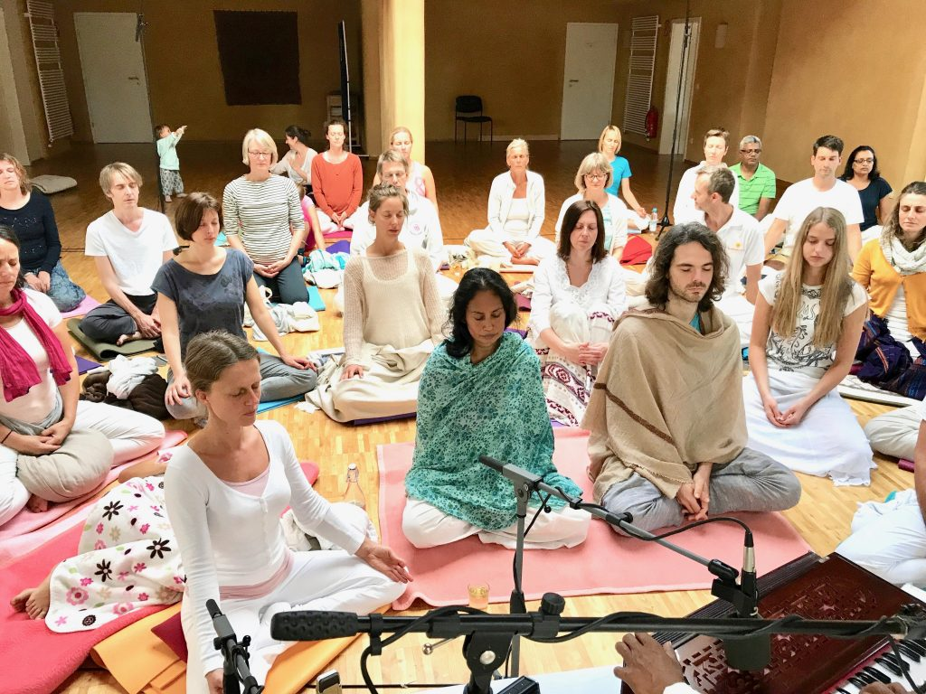 Daily Satsang to practice meditation, chanting, and Vedantic philosophy.
