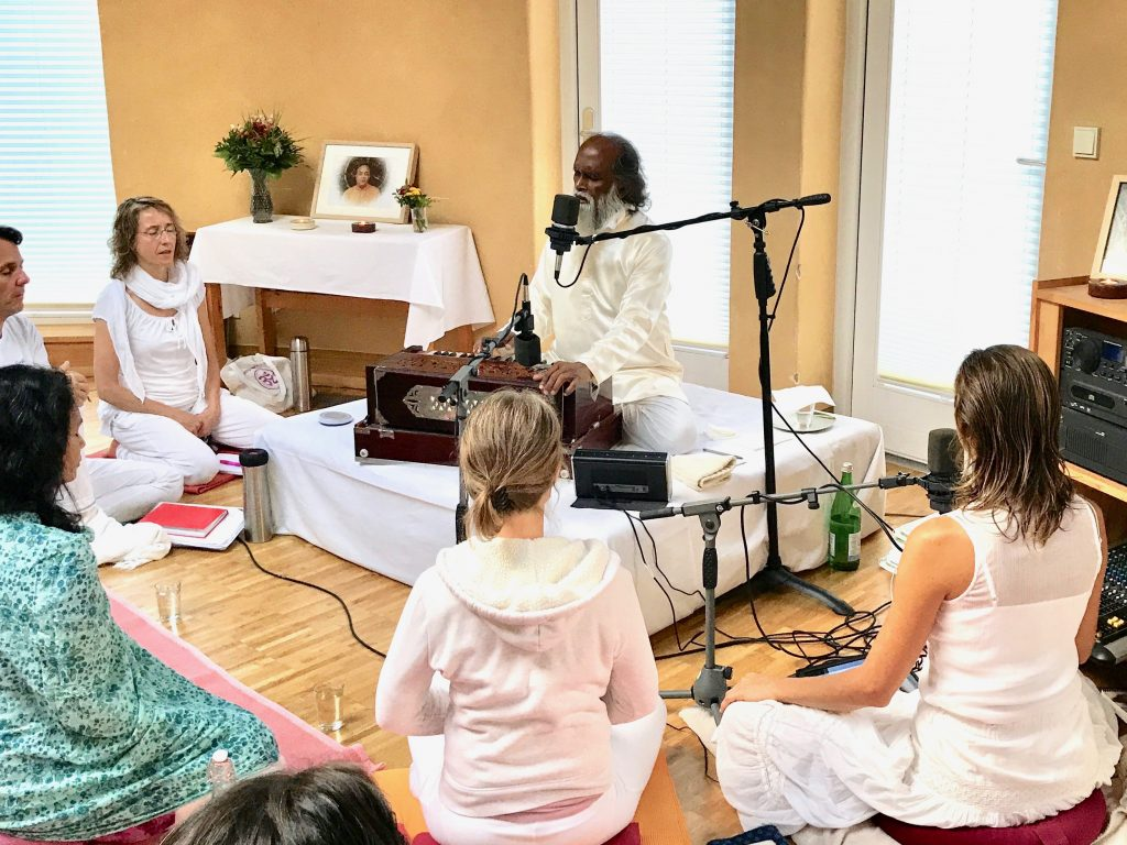 Satsang with Shri Yogi Hari